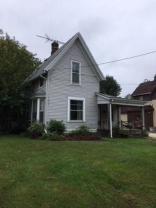 515 College Ave, Waukesha, Wisconsin 53186, 4 Bedrooms Bedrooms, 8 Rooms Rooms,1 BathroomBathrooms,Single-Family,For Sale,College Ave,1608291
