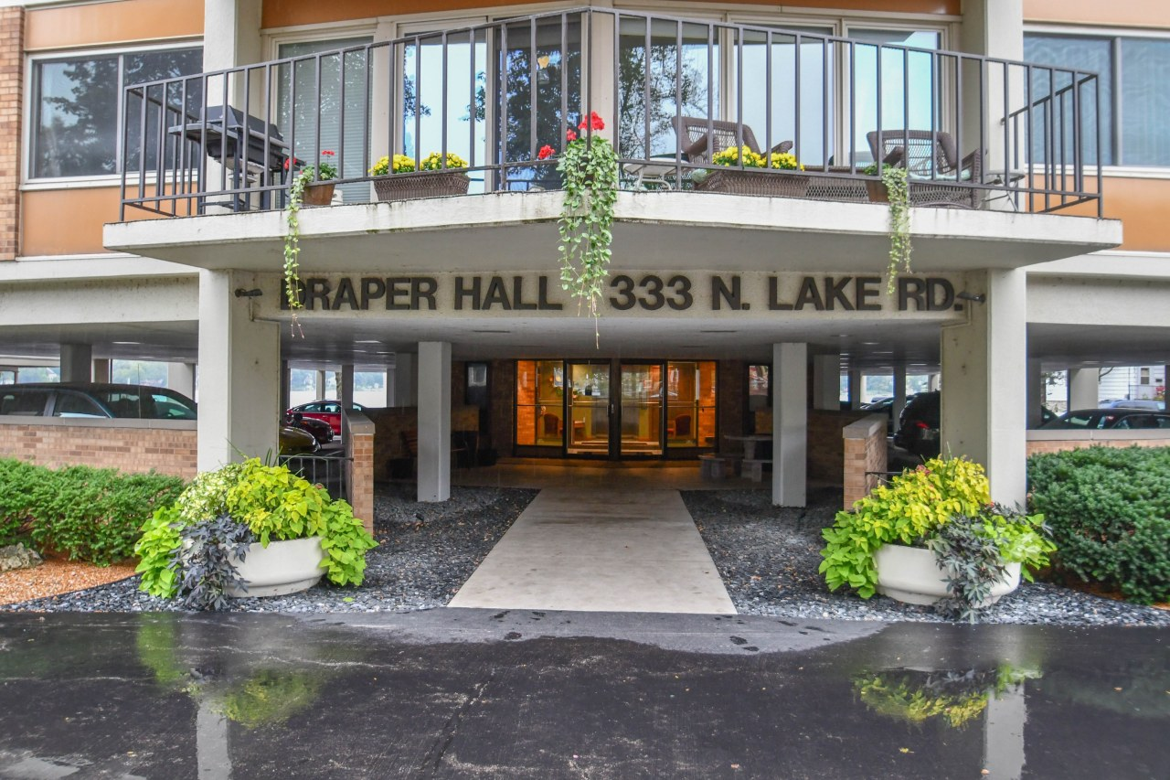 333 Lake Rd, Oconomowoc, Wisconsin 53066, 2 Bedrooms Bedrooms, 4 Rooms Rooms,2 BathroomsBathrooms,Condominiums,For Sale,Lake Rd,2,1608796
