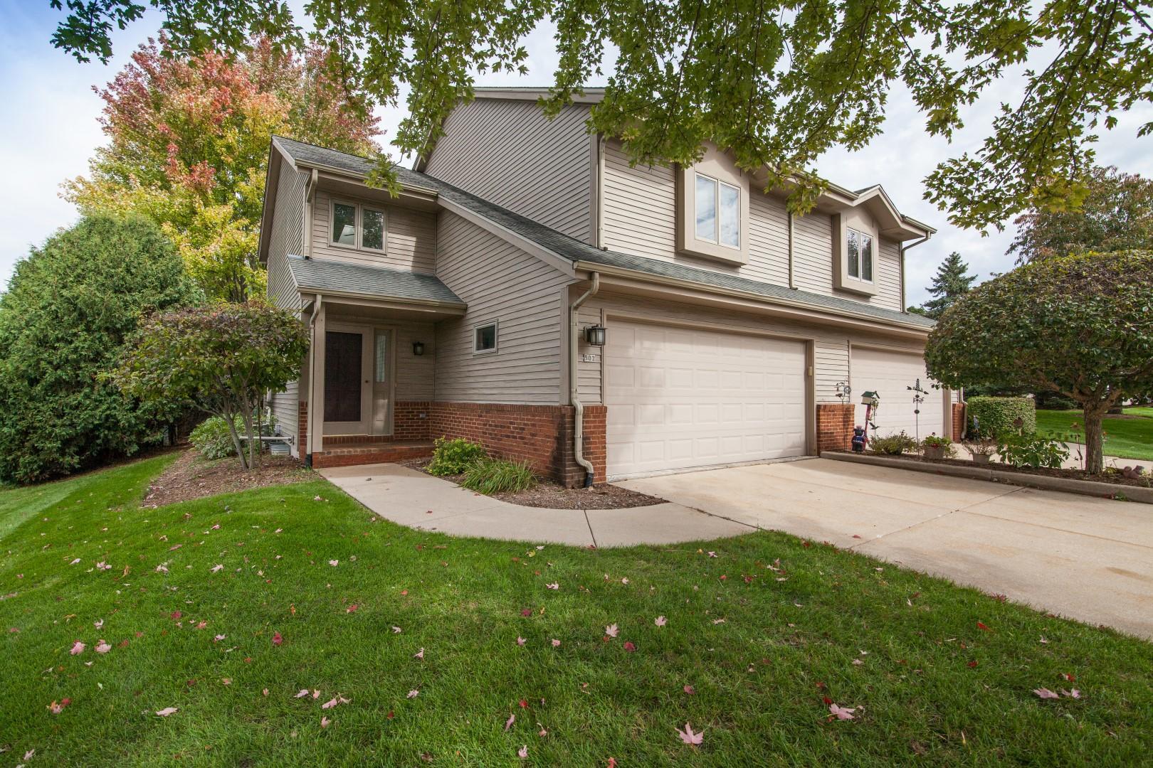 502 Frederick Ct, Oconomowoc, Wisconsin 53066, 2 Bedrooms Bedrooms, 7 Rooms Rooms,2 BathroomsBathrooms,Condominiums,For Sale,Frederick Ct,1,1609337