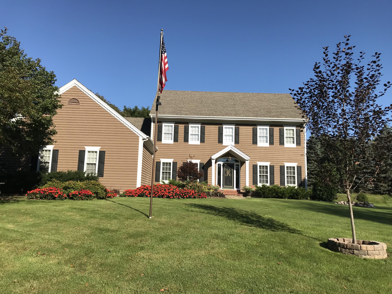 N33W23088 Ridgecrest Ct, Pewaukee, Wisconsin 53072, 4 Bedrooms Bedrooms, 9 Rooms Rooms,3 BathroomsBathrooms,Single-Family,For Sale,Ridgecrest Ct,1609362
