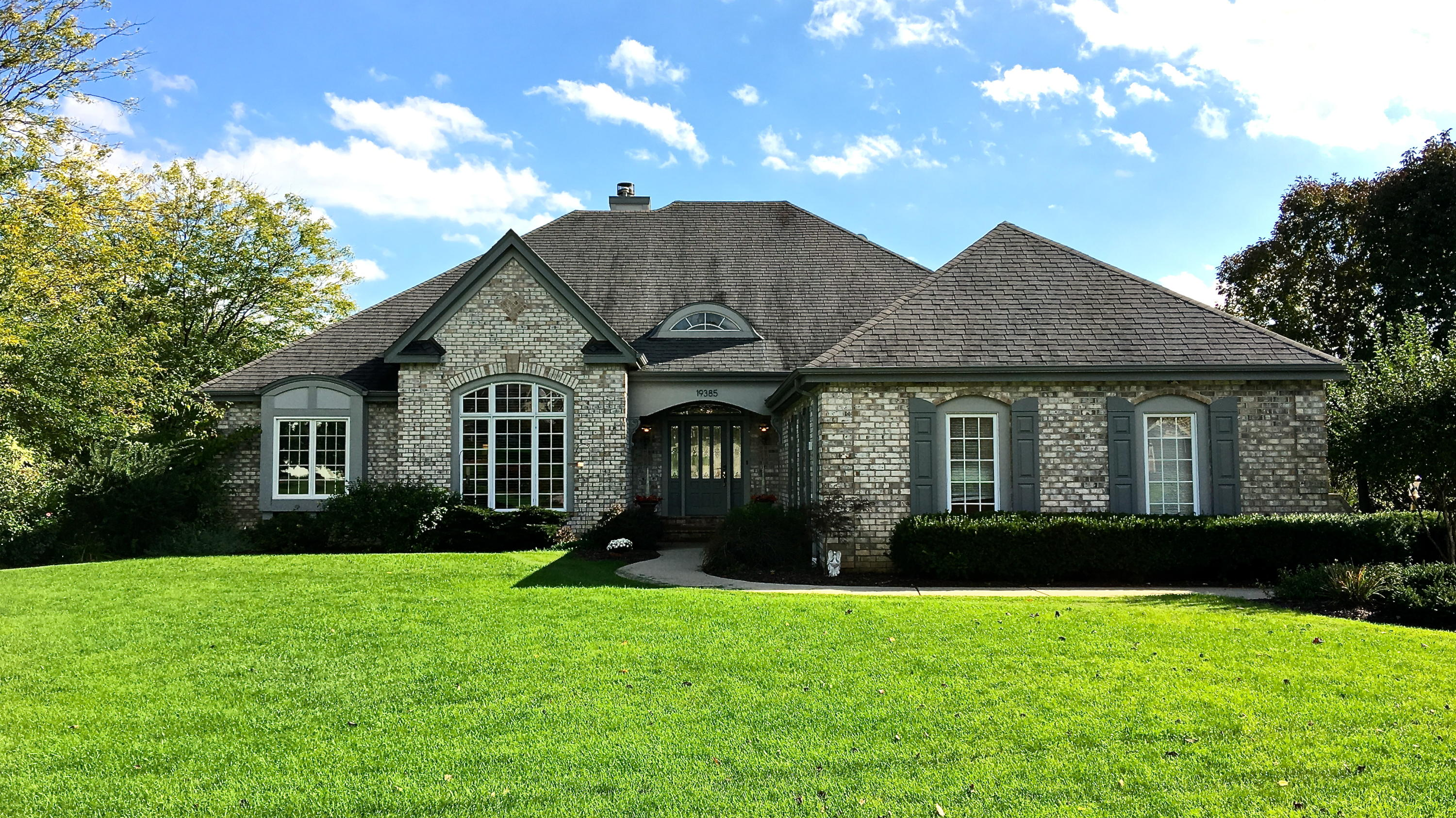 19385 Whitehall Dr, Brookfield, Wisconsin 53045, 5 Bedrooms Bedrooms, 12 Rooms Rooms,4 BathroomsBathrooms,Single-Family,For Sale,Whitehall Dr,1609576