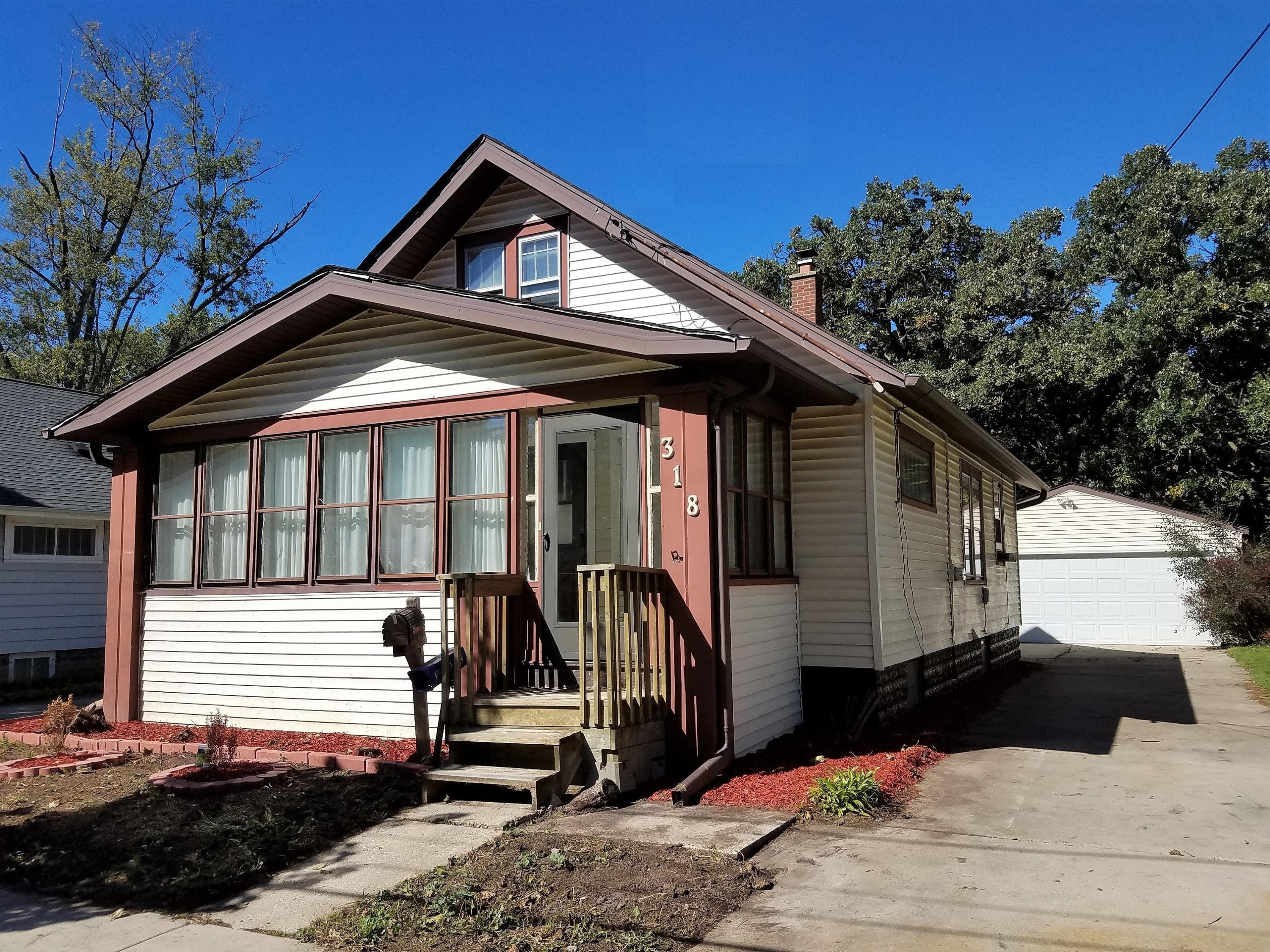 318 Lemira Ave, Waukesha, Wisconsin 53188, 3 Bedrooms Bedrooms, 6 Rooms Rooms,1 BathroomBathrooms,Single-Family,For Sale,Lemira Ave,1609469
