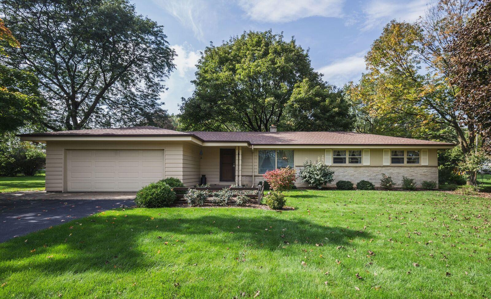 2565 128th St, Brookfield, Wisconsin 53005, 3 Bedrooms Bedrooms, 7 Rooms Rooms,2 BathroomsBathrooms,Single-Family,For Sale,128th St,1609766