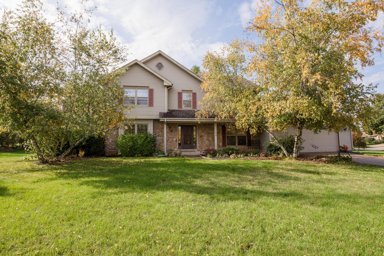 2705 Chatsworth Cir, Waukesha, Wisconsin 53188, 4 Bedrooms Bedrooms, 8 Rooms Rooms,2 BathroomsBathrooms,Single-Family,For Sale,Chatsworth Cir,1609697