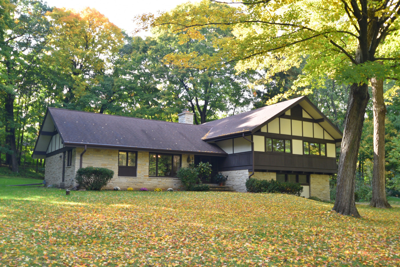 2705 Clearwater Dr, Brookfield, Wisconsin 53005, 4 Bedrooms Bedrooms, 9 Rooms Rooms,2 BathroomsBathrooms,Single-Family,For Sale,Clearwater Dr,1609509