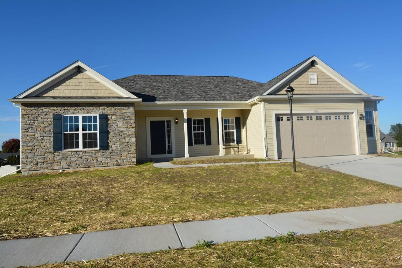 1216 Juniper Ln, Oconomowoc, Wisconsin 53066, 3 Bedrooms Bedrooms, ,2 BathroomsBathrooms,Single-Family,For Sale,Juniper Ln,1608573