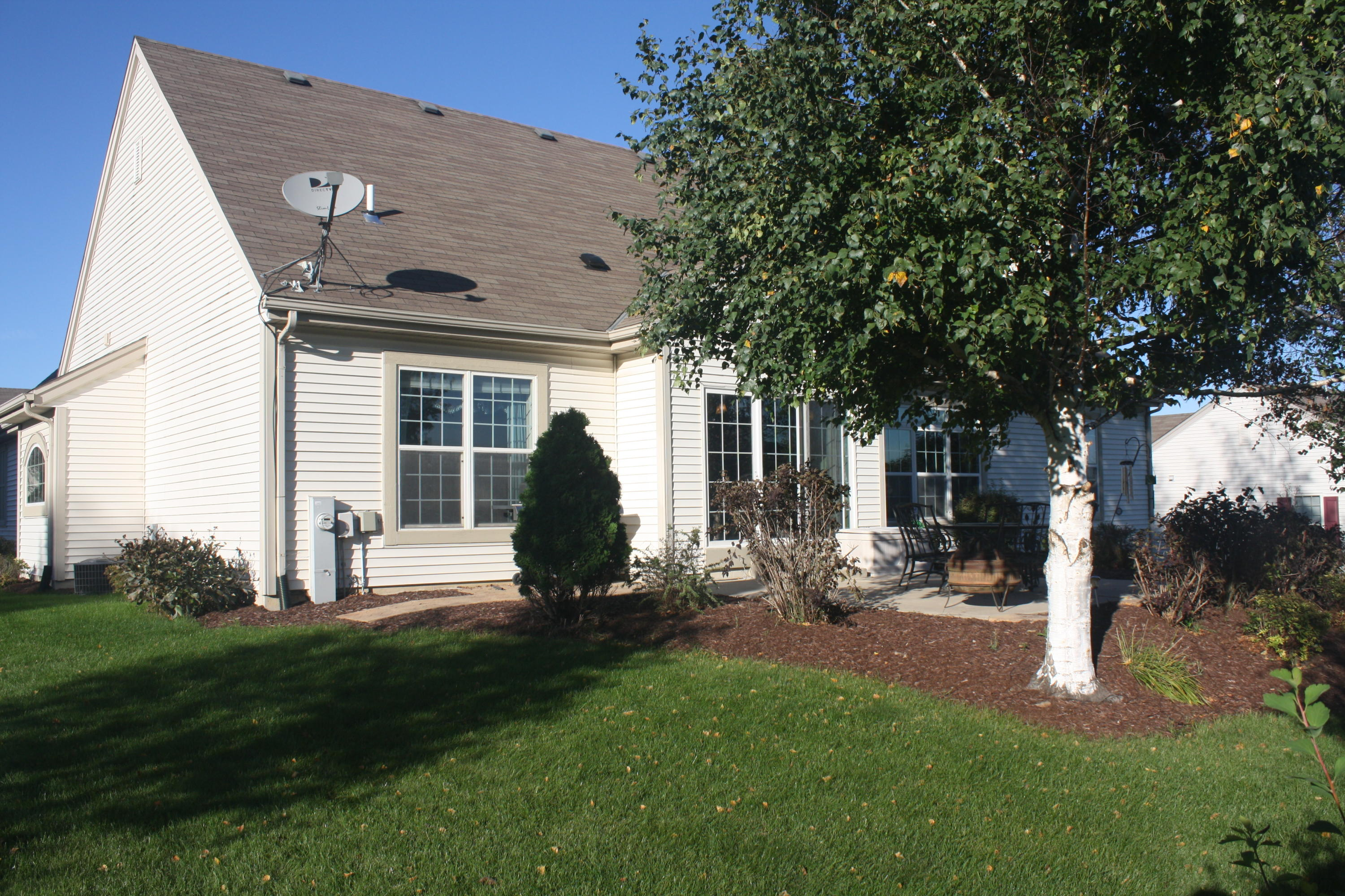 921 River Hill Dr, Waukesha, Wisconsin 53189, 3 Bedrooms Bedrooms, 6 Rooms Rooms,2 BathroomsBathrooms,Single-Family,For Sale,River Hill Dr,1609839