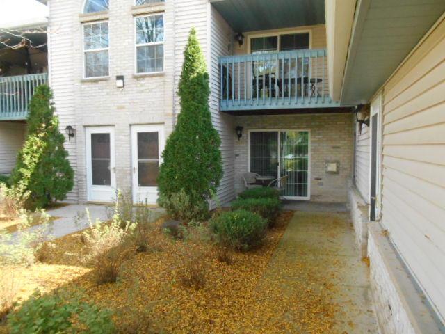 1011 Guthrie Rd, Waukesha, Wisconsin 53186, 2 Bedrooms Bedrooms, 4 Rooms Rooms,2 BathroomsBathrooms,Condominiums,For Sale,Guthrie Rd,1,1609853
