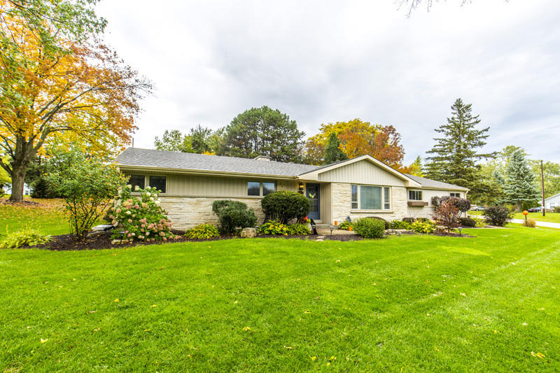 1565 Rolling Meadow Dr, Brookfield, Wisconsin 53045, 4 Bedrooms Bedrooms, 8 Rooms Rooms,3 BathroomsBathrooms,Single-Family,For Sale,Rolling Meadow Dr,1609916