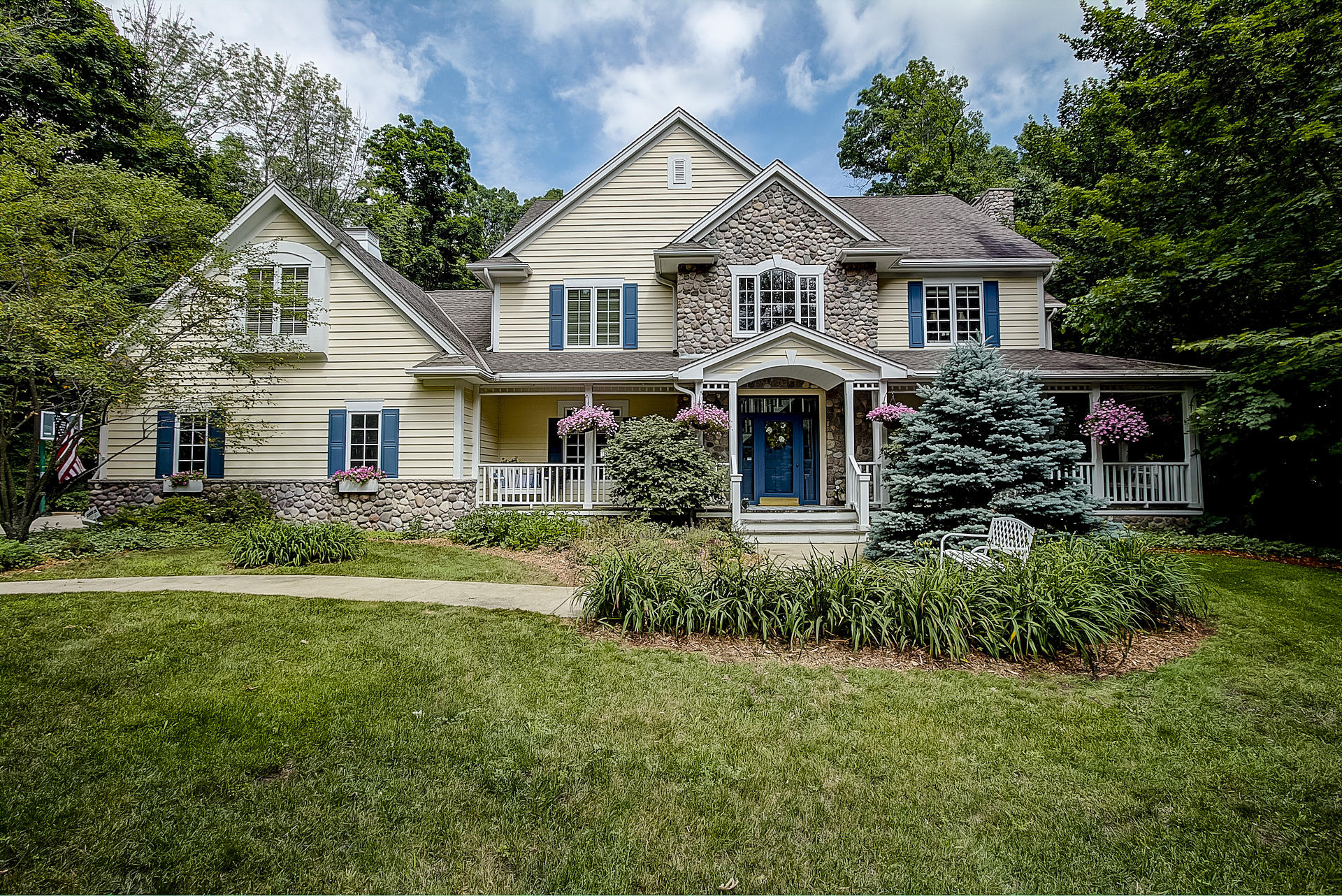 W232S5970 Charles Dr, Waukesha, Wisconsin 53189, 5 Bedrooms Bedrooms, ,4 BathroomsBathrooms,Single-Family,For Sale,Charles Dr,1610113