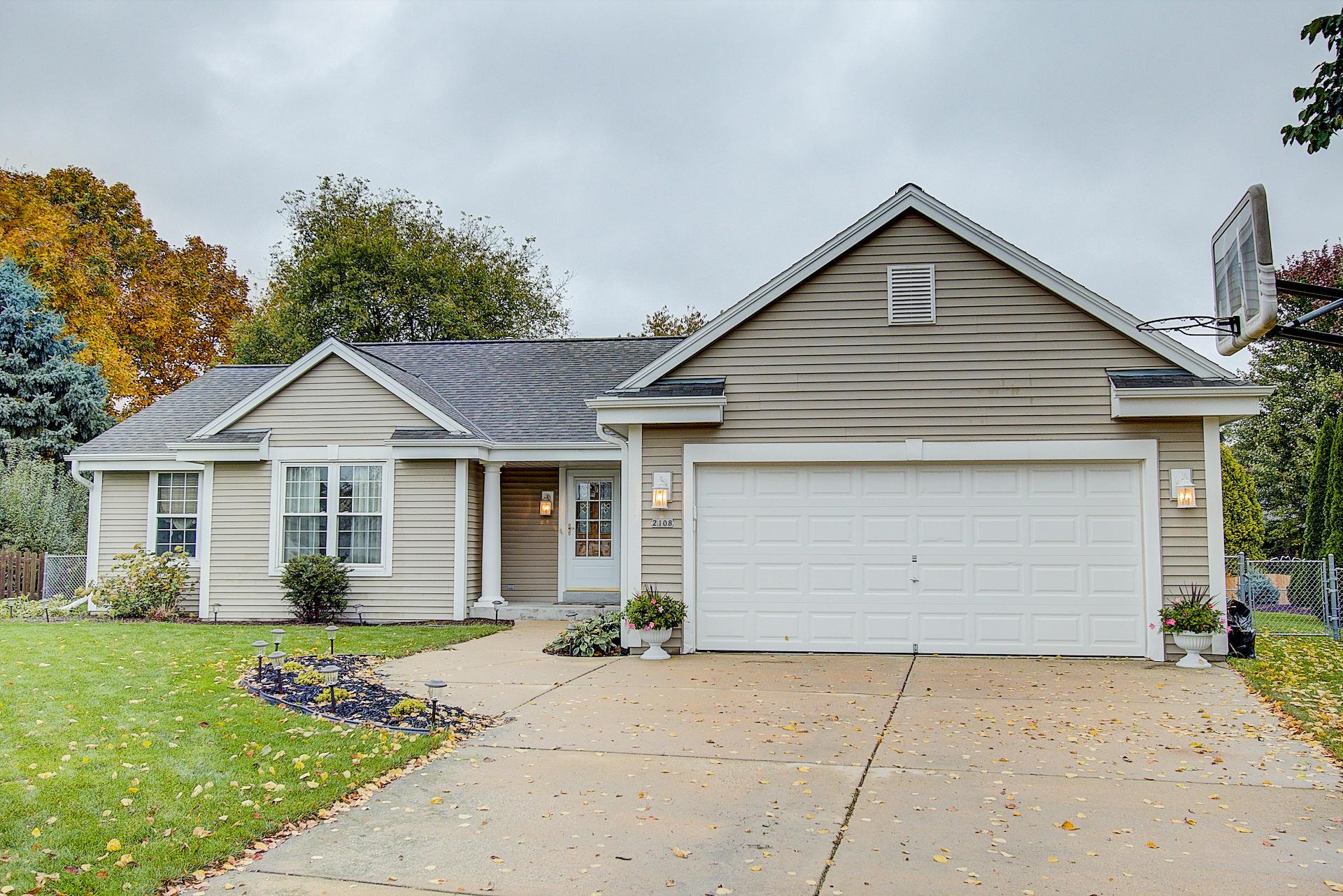 2108 Somerset Ct, Waukesha, Wisconsin 53186, 3 Bedrooms Bedrooms, 7 Rooms Rooms,2 BathroomsBathrooms,Single-Family,For Sale,Somerset Ct,1610128