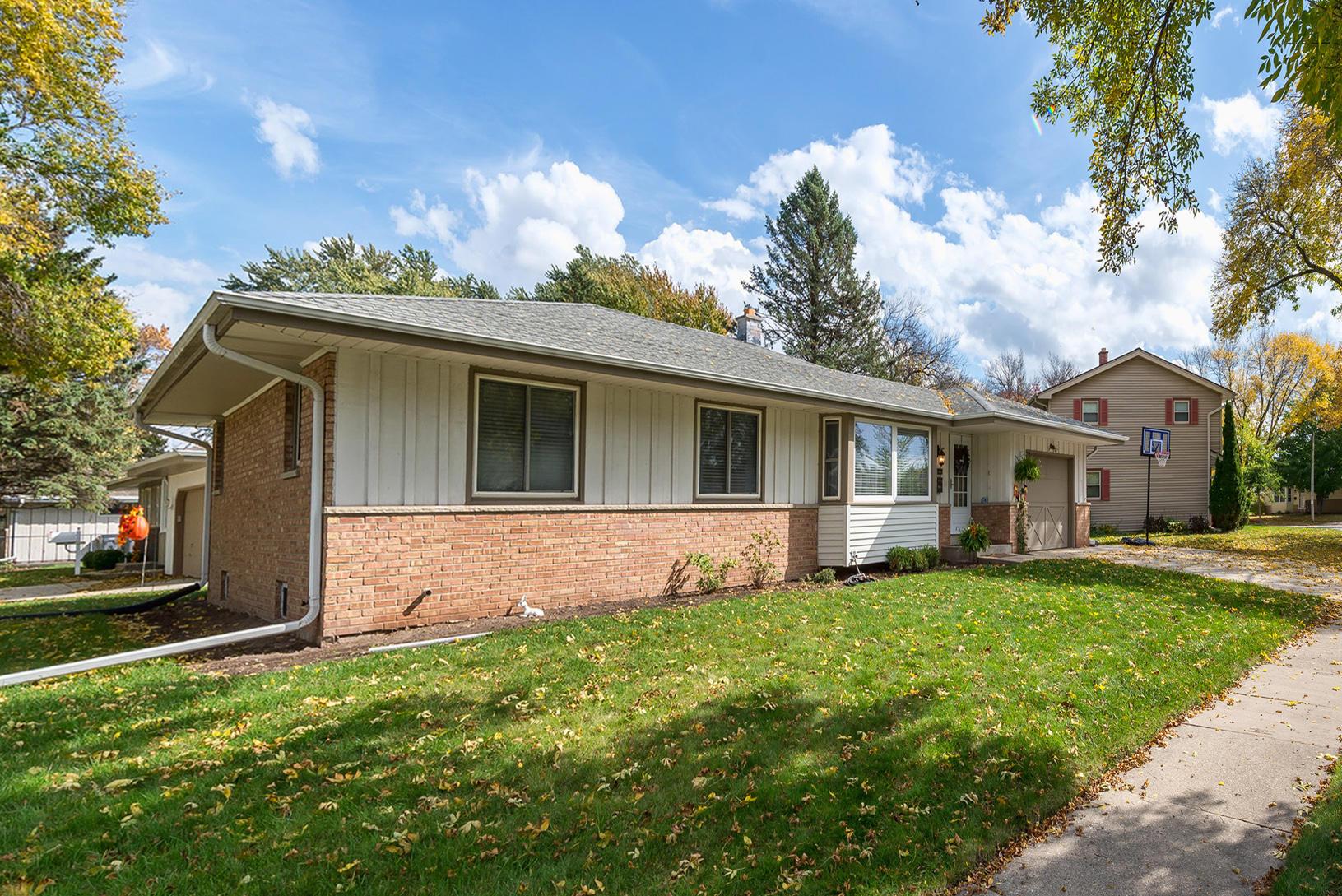 1838 De Witt Ct, Waukesha, Wisconsin 53186, 3 Bedrooms Bedrooms, 7 Rooms Rooms,2 BathroomsBathrooms,Single-Family,For Sale,De Witt Ct,1610026