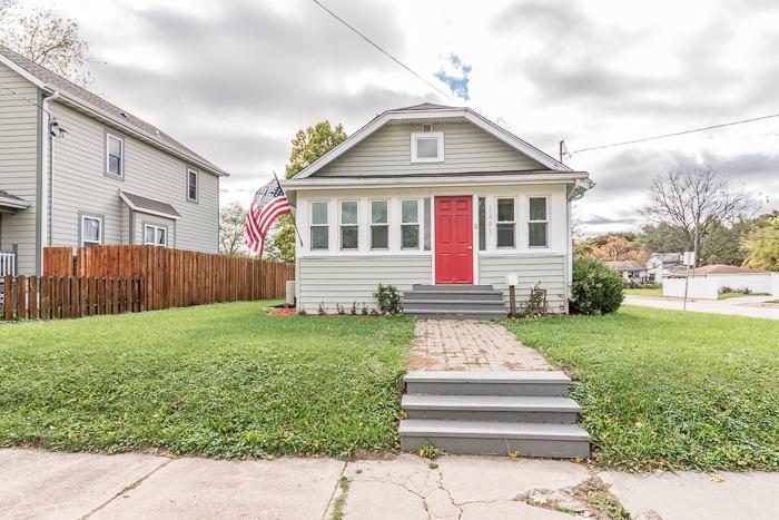 1203 Beechwood Ave, Waukesha, Wisconsin 53186, 2 Bedrooms Bedrooms, 4 Rooms Rooms,1 BathroomBathrooms,Single-Family,For Sale,Beechwood Ave,1610047