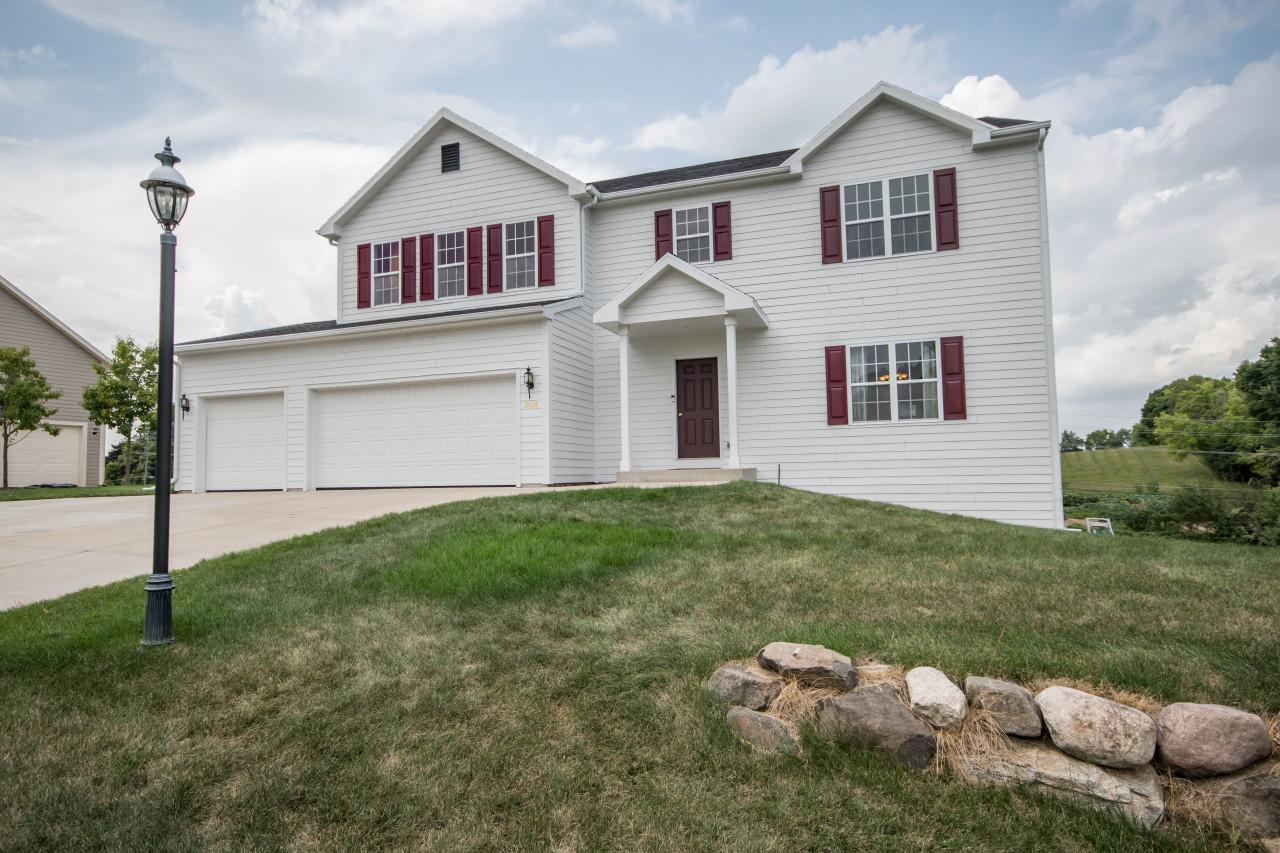 3638 Oak Valley Ln, Waukesha, Wisconsin 53188, 4 Bedrooms Bedrooms, 10 Rooms Rooms,2 BathroomsBathrooms,Single-Family,For Sale,Oak Valley Ln,1601273