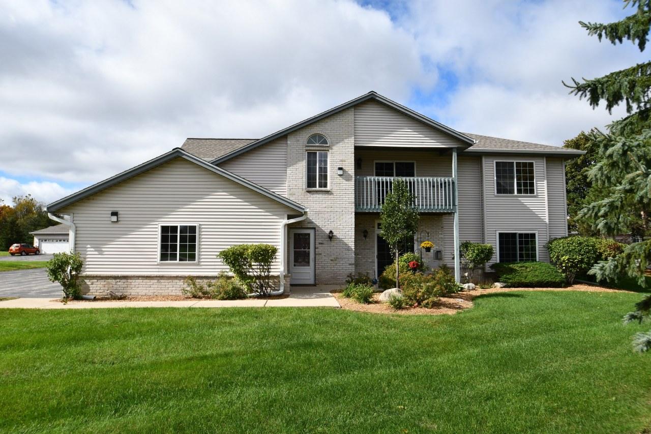 1823 Racine Ave, Waukesha, Wisconsin 53186, 2 Bedrooms Bedrooms, 6 Rooms Rooms,2 BathroomsBathrooms,Condominiums,For Sale,Racine Ave,2,1610005