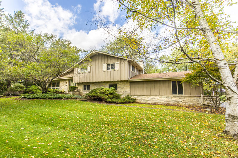 19110 Timberline DR, Brookfield, Wisconsin 53045, 5 Bedrooms Bedrooms, 13 Rooms Rooms,3 BathroomsBathrooms,Single-Family,For Sale,Timberline DR,1610293