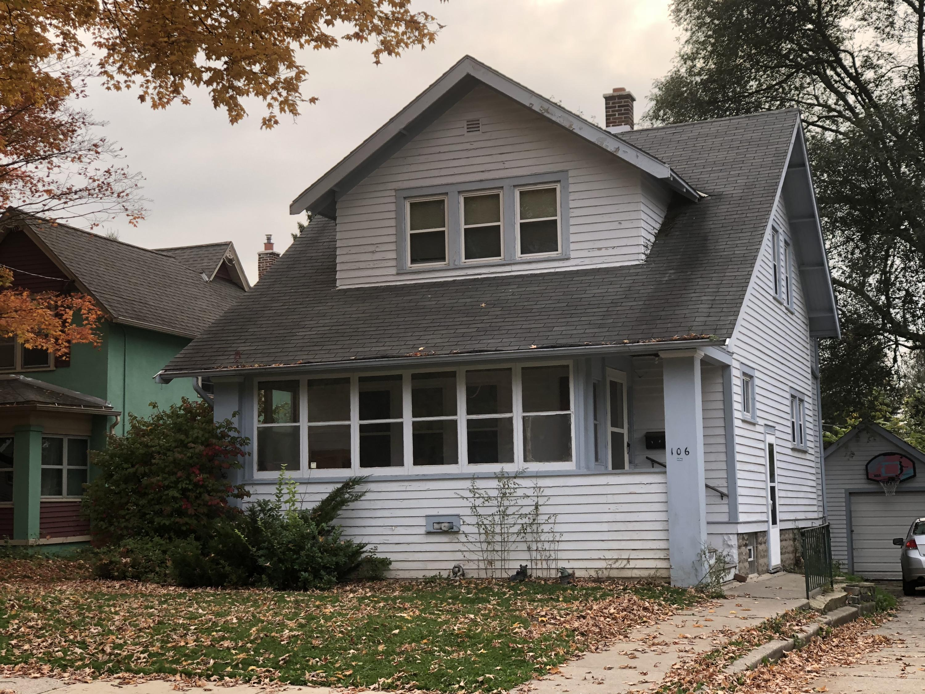 106 Columbia Ave, Waukesha, Wisconsin 53186, 4 Bedrooms Bedrooms, ,1 BathroomBathrooms,Single-Family,For Sale,Columbia Ave,1610361