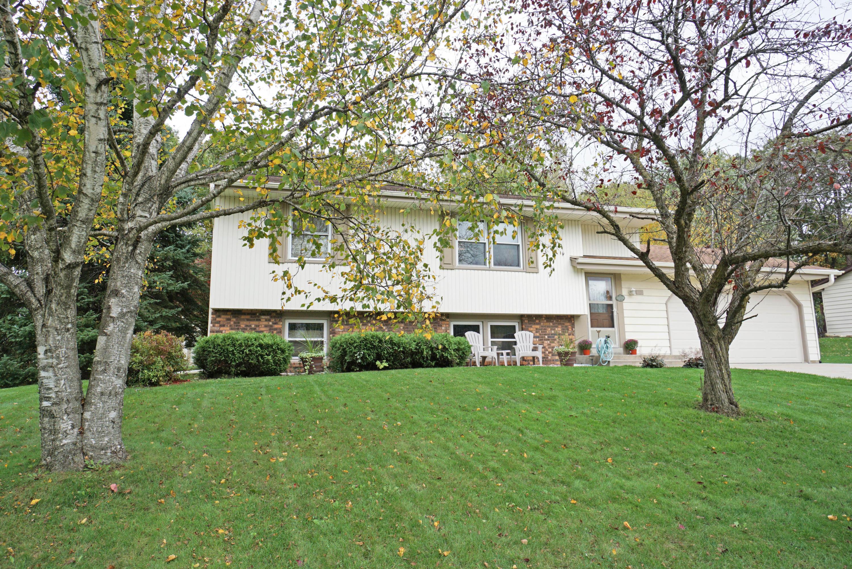 875 Crescent Ln, Hartland, Wisconsin 53029, 4 Bedrooms Bedrooms, 8 Rooms Rooms,2 BathroomsBathrooms,Single-Family,For Sale,Crescent Ln,1610365