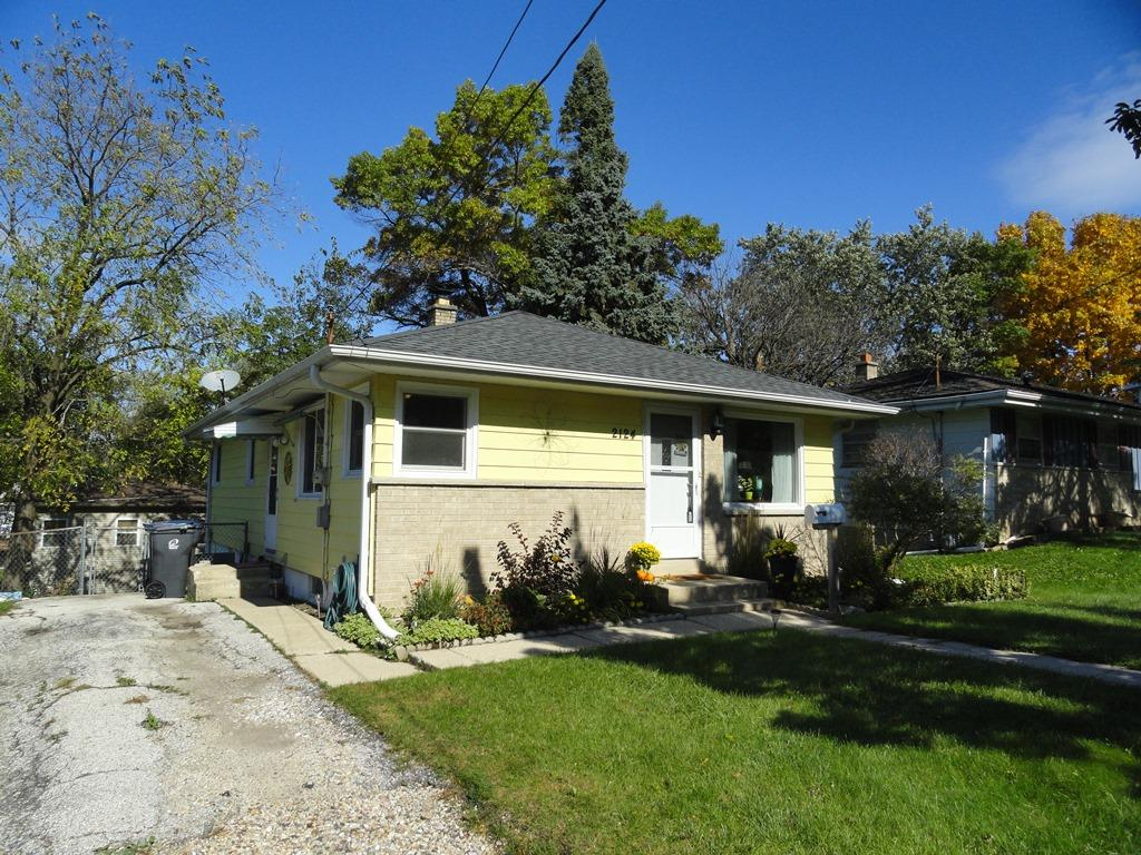 2124 Easy St, Waukesha, Wisconsin 53188, 3 Bedrooms Bedrooms, 7 Rooms Rooms,1 BathroomBathrooms,Single-Family,For Sale,Easy St,1610402