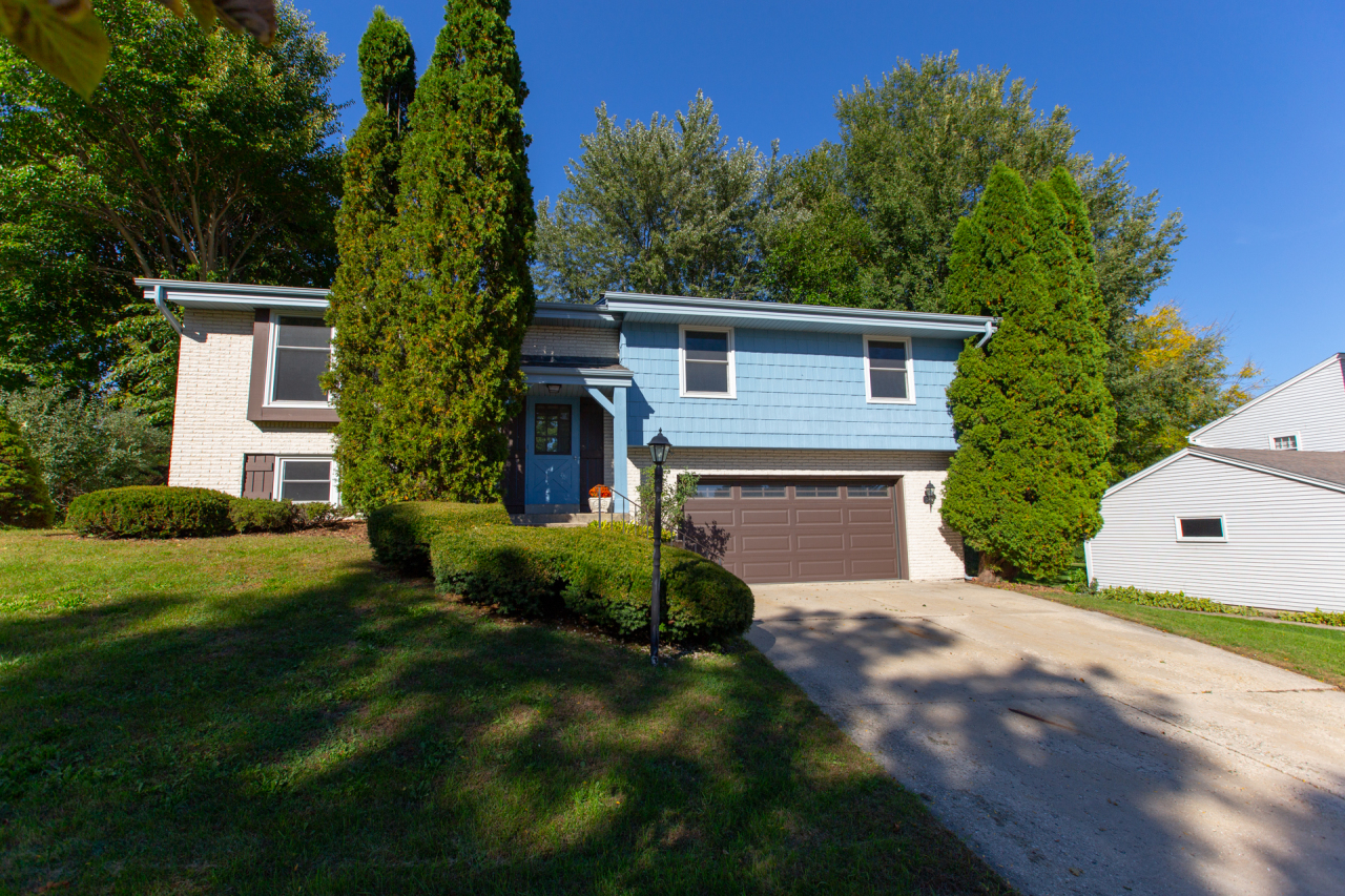816 Magnolia Dr, Waukesha, Wisconsin 53188, 3 Bedrooms Bedrooms, 7 Rooms Rooms,1 BathroomBathrooms,Single-Family,For Sale,Magnolia Dr,1610423