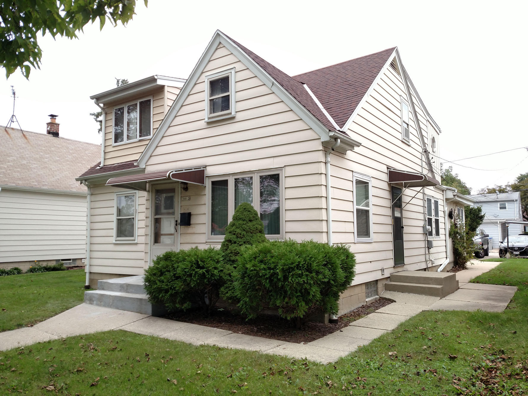 3812 16th St, Milwaukee, Wisconsin 53221, 6 Bedrooms Bedrooms, 11 Rooms Rooms,2 BathroomsBathrooms,Single-Family,For Sale,16th St,1610574