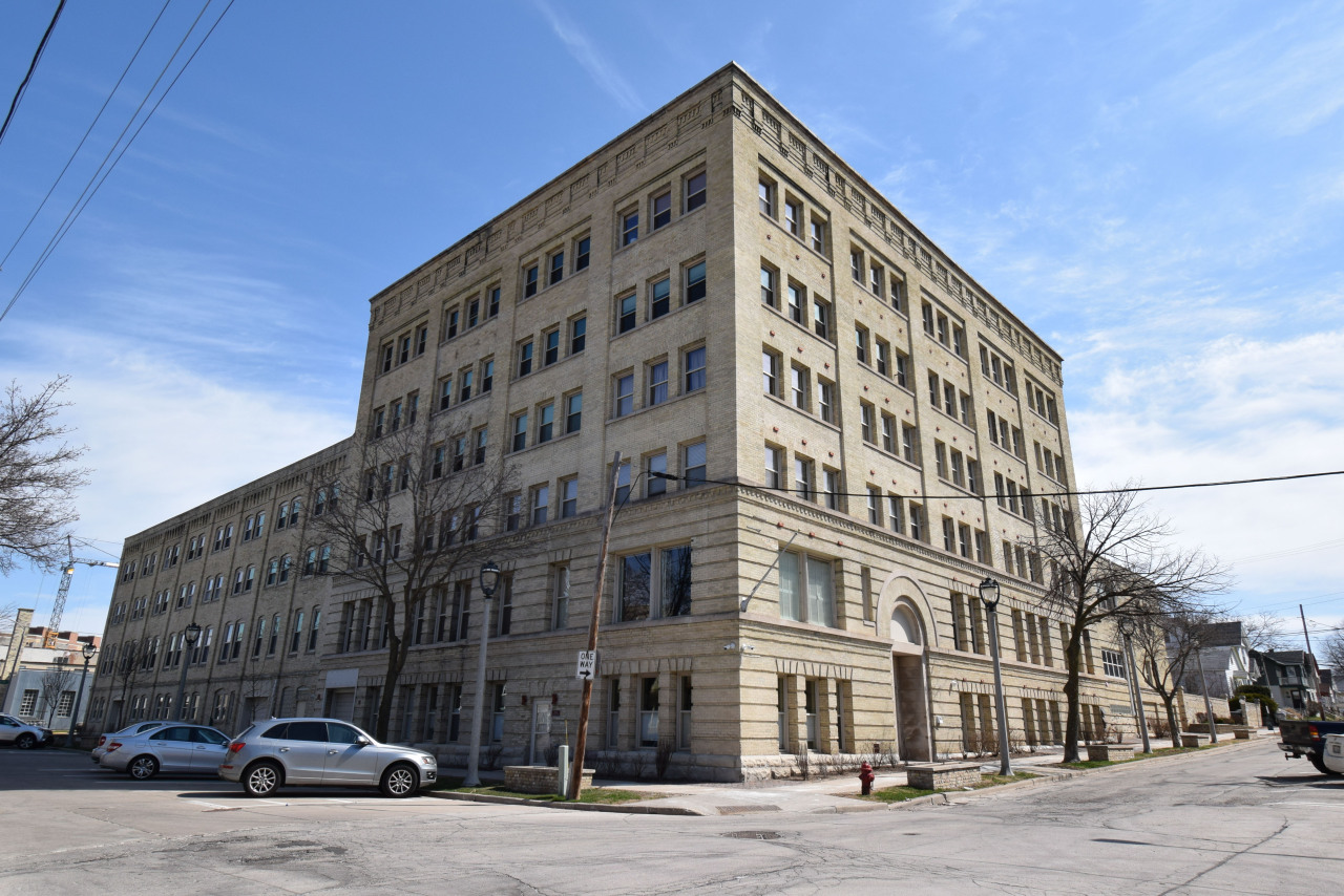 904 Pearson St, Milwaukee, Wisconsin 53202, 1 Bedroom Bedrooms, 3 Rooms Rooms,1 BathroomBathrooms,Condominiums,For Sale,Pearson St,3,1610638