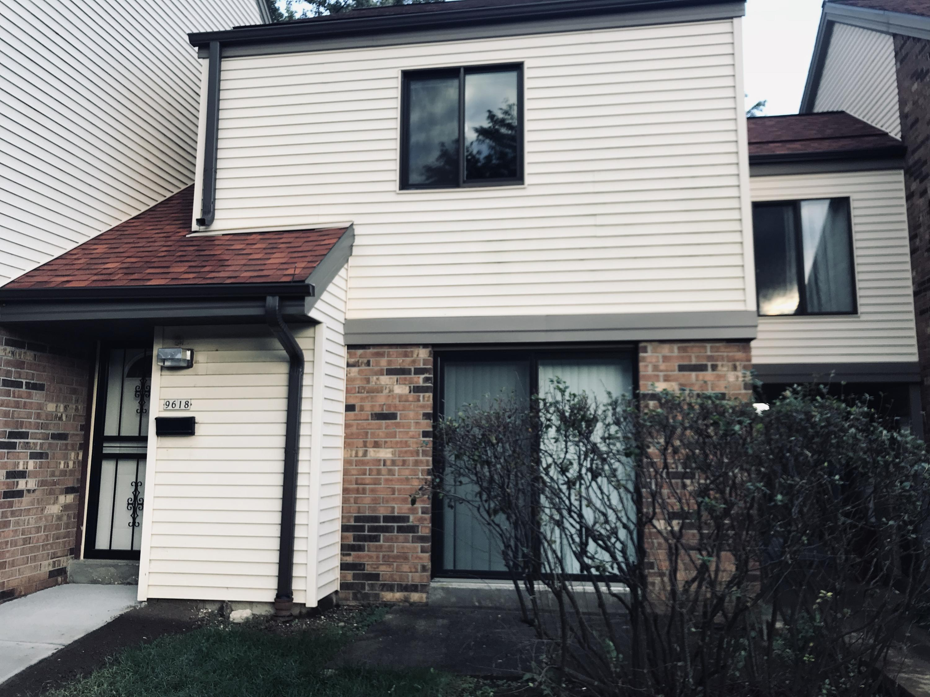 9618 Bradley Rd, Milwaukee, Wisconsin 53224, 3 Bedrooms Bedrooms, 6 Rooms Rooms,1 BathroomBathrooms,Condominiums,For Sale,Bradley Rd,1,1610719