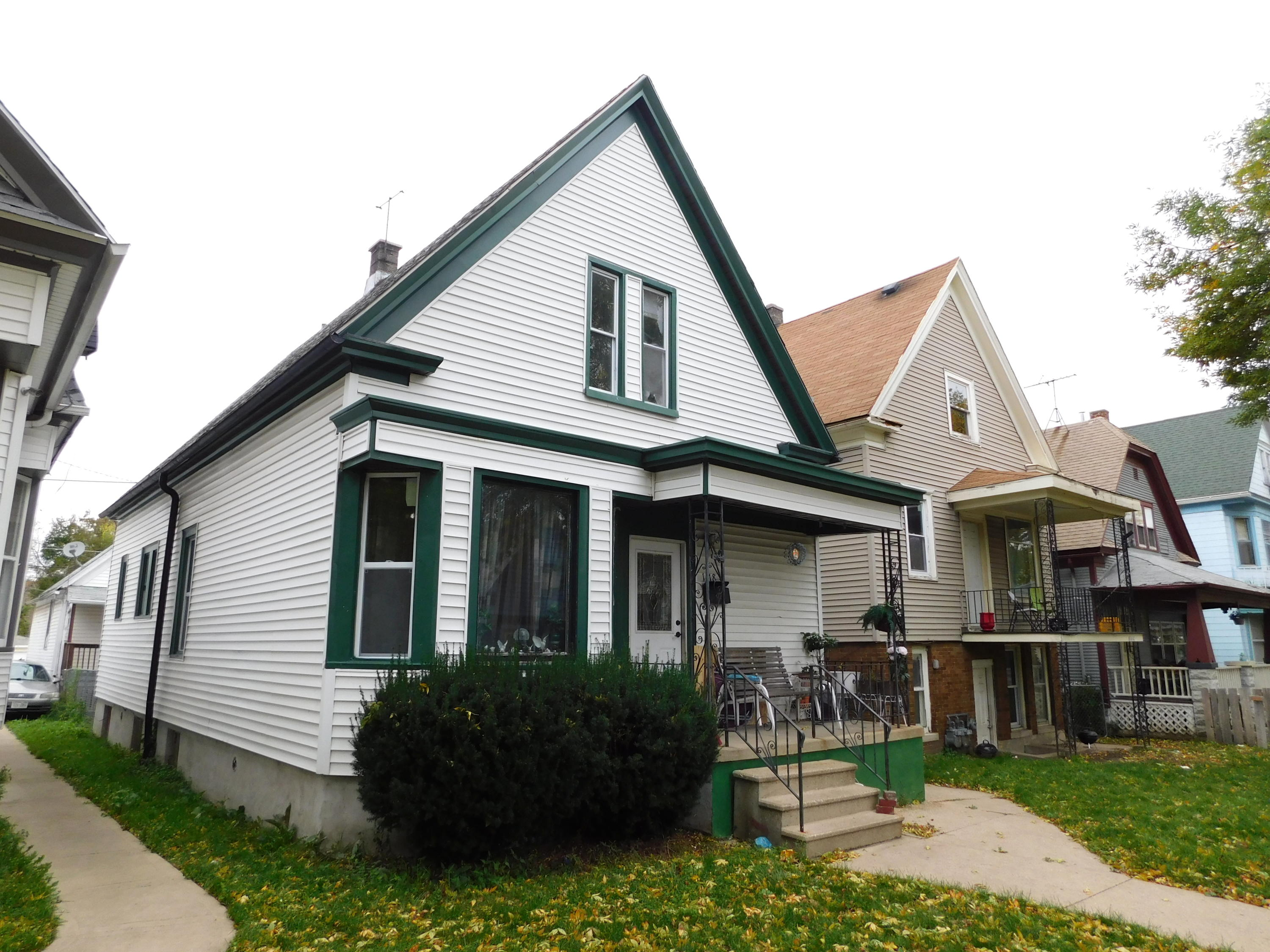 1418 Hayes Ave, Milwaukee, Wisconsin 53215, 4 Bedrooms Bedrooms, 7 Rooms Rooms,1 BathroomBathrooms,Two-Family,For Sale,Hayes Ave,1,1610837
