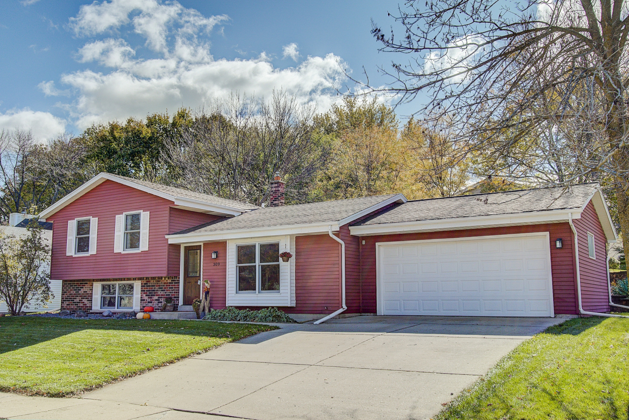 309 Cambridge Ave Waukesha 53188 Mls 1610969 Keefe Real Estate Snail Wi
