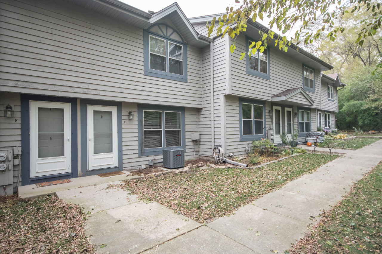 1825 Paramount Dr, Waukesha, Wisconsin 53186, 2 Bedrooms Bedrooms, 4 Rooms Rooms,1 BathroomBathrooms,Condominiums,For Sale,Paramount Dr,1,1612042