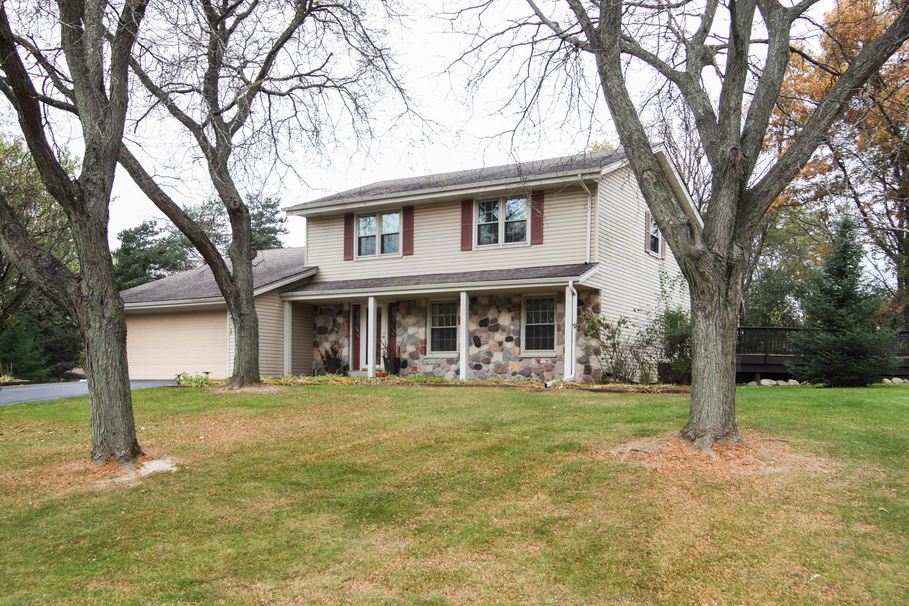 W316S725 Hidden Holw, Delafield, Wisconsin 53018, 4 Bedrooms Bedrooms, 10 Rooms Rooms,2 BathroomsBathrooms,Single-Family,For Sale,Hidden Holw,1612686