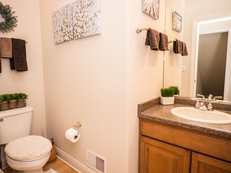 728 Winston Way, Hartland, Wisconsin 53029, 5 Bedrooms Bedrooms, 10 Rooms Rooms,3 BathroomsBathrooms,Single-Family,For Sale,Winston Way,1612412