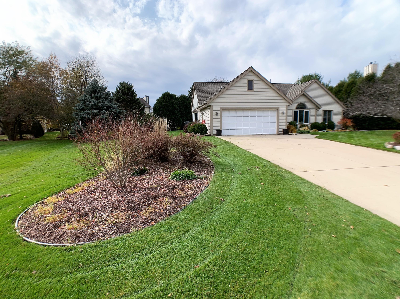 735 Marquette Ct, Hartland, Wisconsin 53029, 3 Bedrooms Bedrooms, ,3 BathroomsBathrooms,Single-Family,For Sale,Marquette Ct,1612460