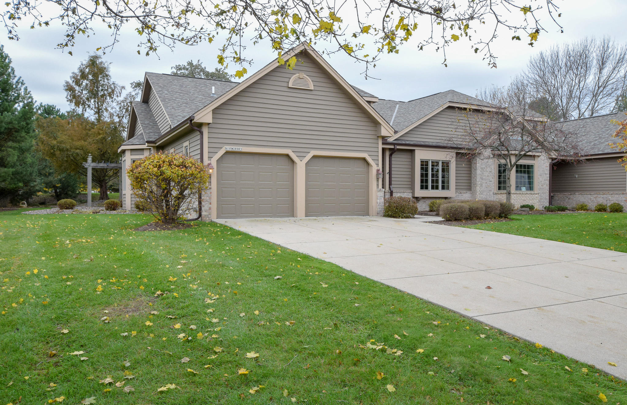 N19W28985 Golf Rdg N, Delafield, Wisconsin 53072, 3 Bedrooms Bedrooms, 7 Rooms Rooms,3 BathroomsBathrooms,Condominiums,For Sale,Golf Rdg N,1,1613406
