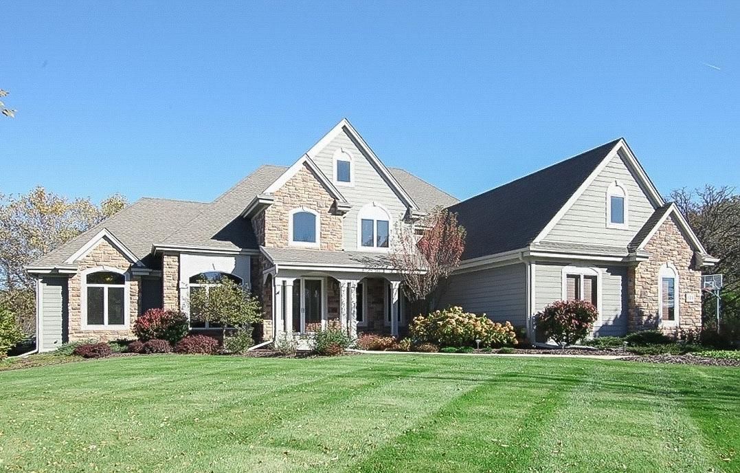 624 Southern Oak Dr, Hartland, Wisconsin 53029, 6 Bedrooms Bedrooms, 18 Rooms Rooms,4 BathroomsBathrooms,Single-Family,For Sale,Southern Oak Dr,1610959