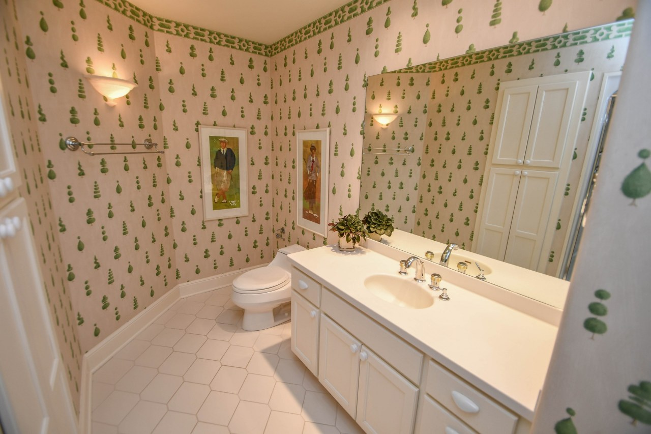 804 Pinyon Ct, Hartland, Wisconsin 53029, 4 Bedrooms Bedrooms, 10 Rooms Rooms,3 BathroomsBathrooms,Single-Family,For Sale,Pinyon Ct,1612882