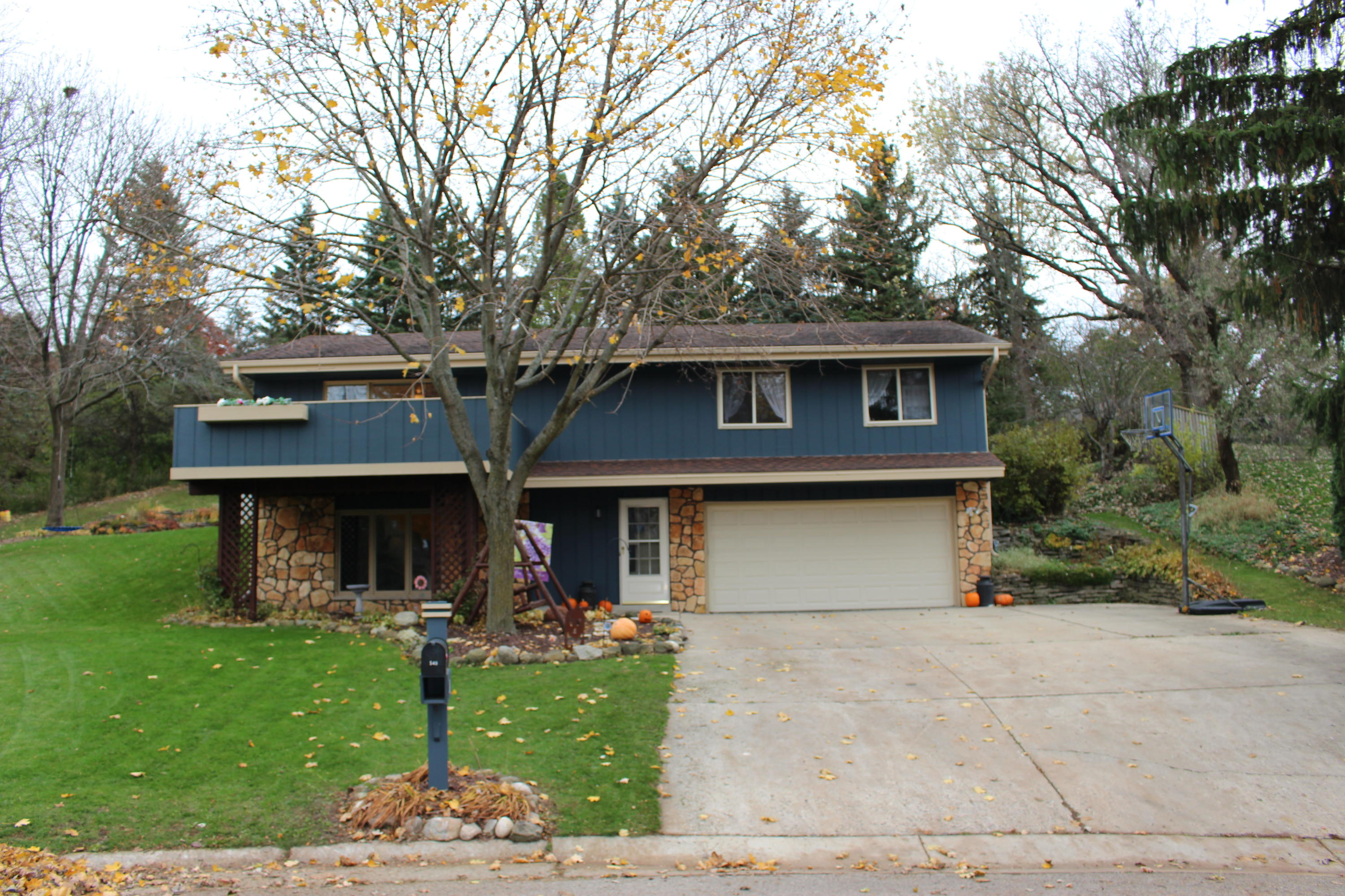 548 Saxony Ct, Hartland, Wisconsin 53029, 3 Bedrooms Bedrooms, 8 Rooms Rooms,1 BathroomBathrooms,Single-Family,For Sale,Saxony Ct,1612977