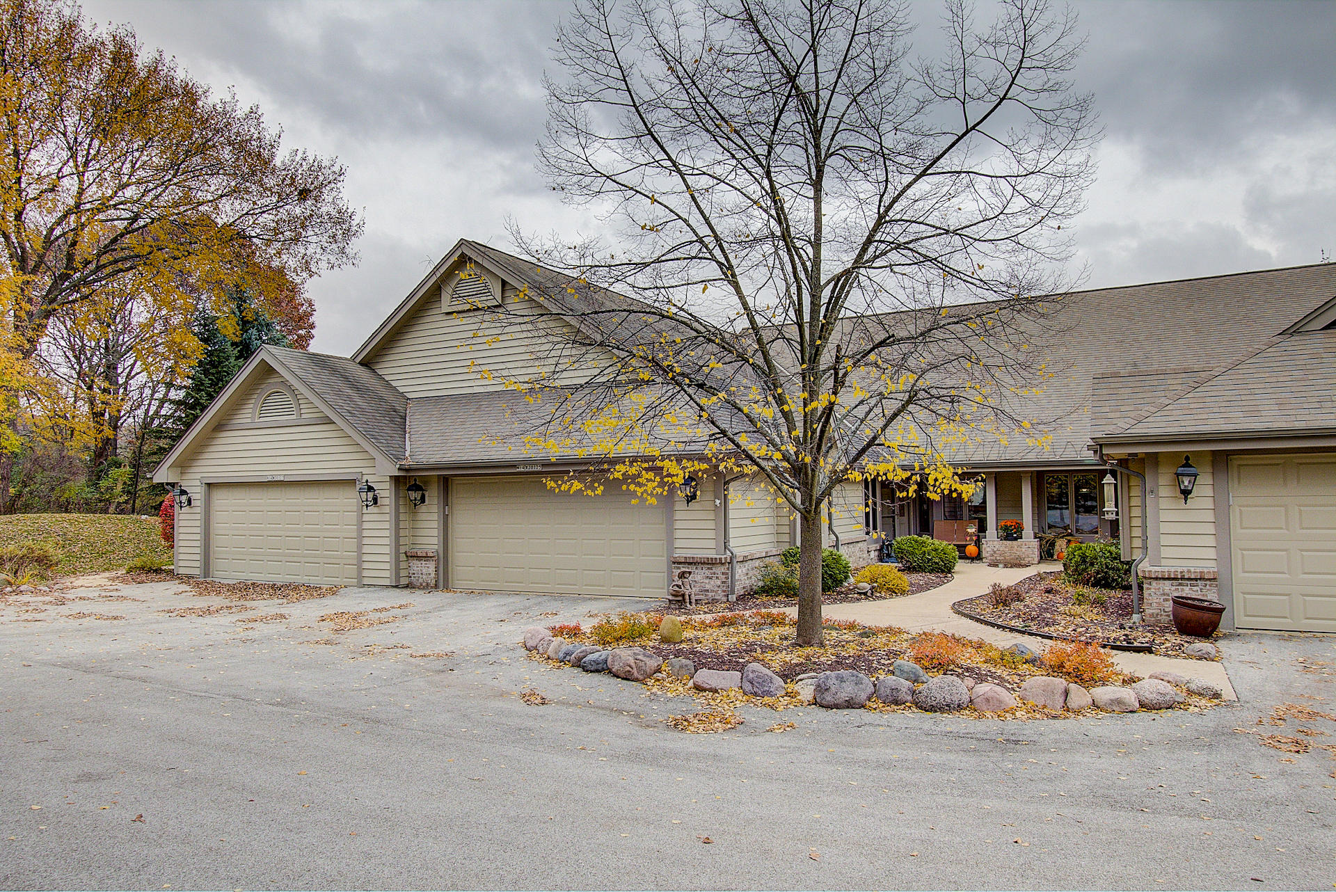 N14W30125 High Ridge Rd, Delafield, Wisconsin 53072, 3 Bedrooms Bedrooms, 9 Rooms Rooms,2 BathroomsBathrooms,Condominiums,For Sale,High Ridge Rd,1,1613024
