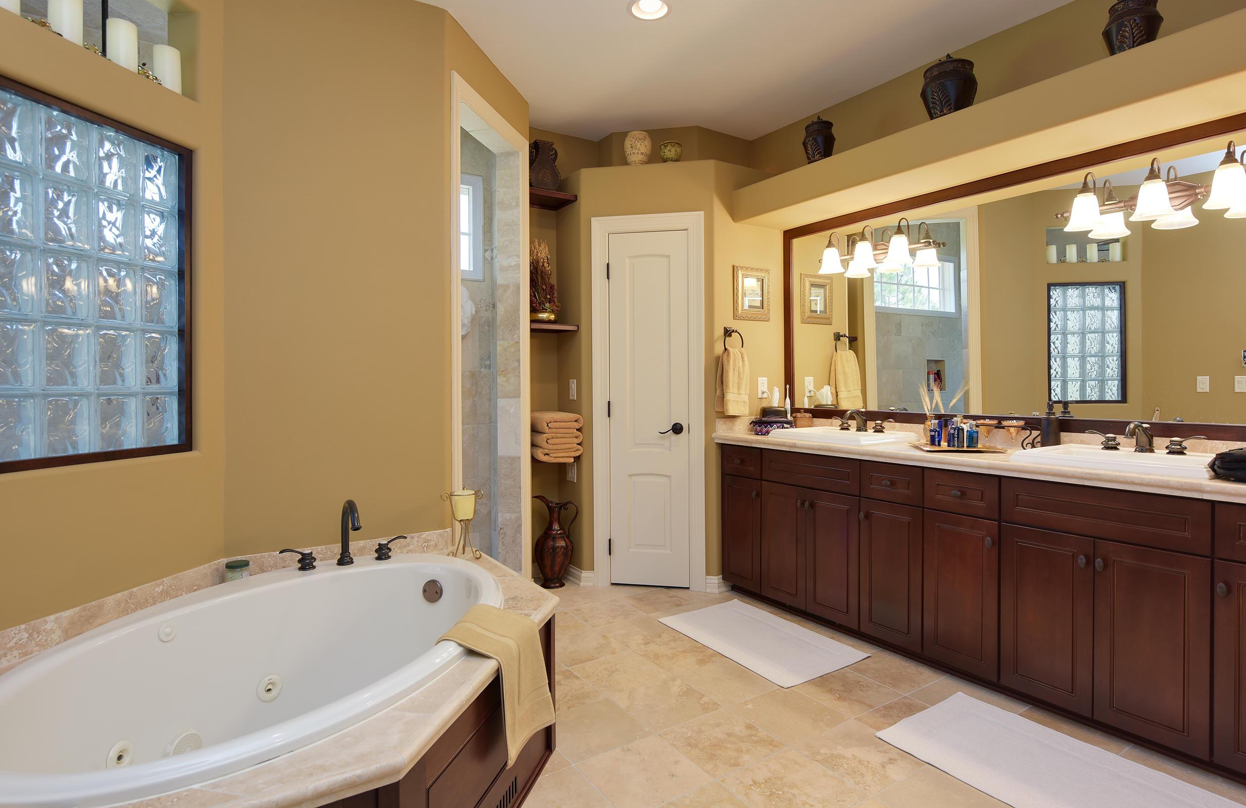 603 Thornbush Cir, Hartland, Wisconsin 53029, 5 Bedrooms Bedrooms, 18 Rooms Rooms,4 BathroomsBathrooms,Single-Family,For Sale,Thornbush Cir,1613068