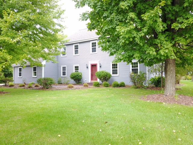 21500 Hollycrest Dr, Brookfield, Wisconsin 53045, 4 Bedrooms Bedrooms, 9 Rooms Rooms,2 BathroomsBathrooms,Single-Family,For Sale,Hollycrest Dr,1613828