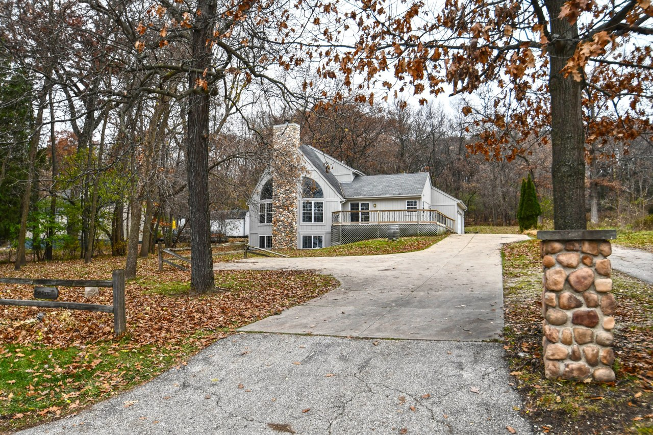 W303N2577 Maple Ave, Delafield, Wisconsin 53072, 3 Bedrooms Bedrooms, 9 Rooms Rooms,3 BathroomsBathrooms,Single-Family,For Sale,Maple Ave,1613720