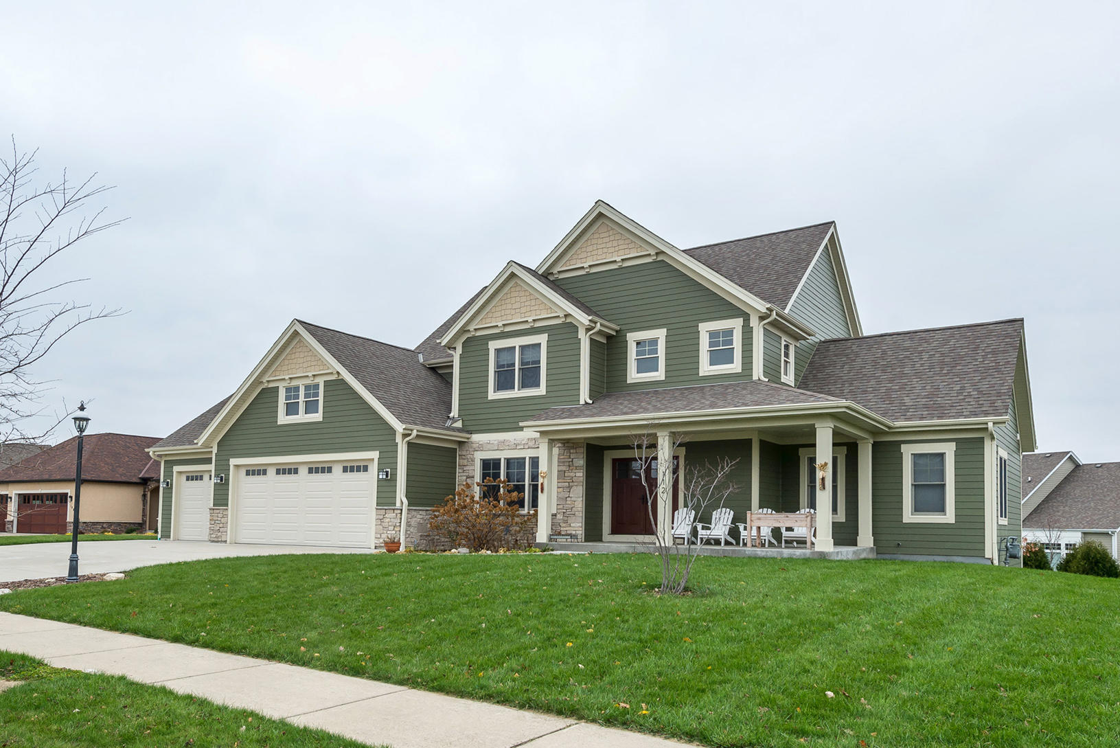 112 Griffith Ct, Waukesha, Wisconsin 53188, 5 Bedrooms Bedrooms, 8 Rooms Rooms,3 BathroomsBathrooms,Single-Family,For Sale,Griffith Ct,1614007