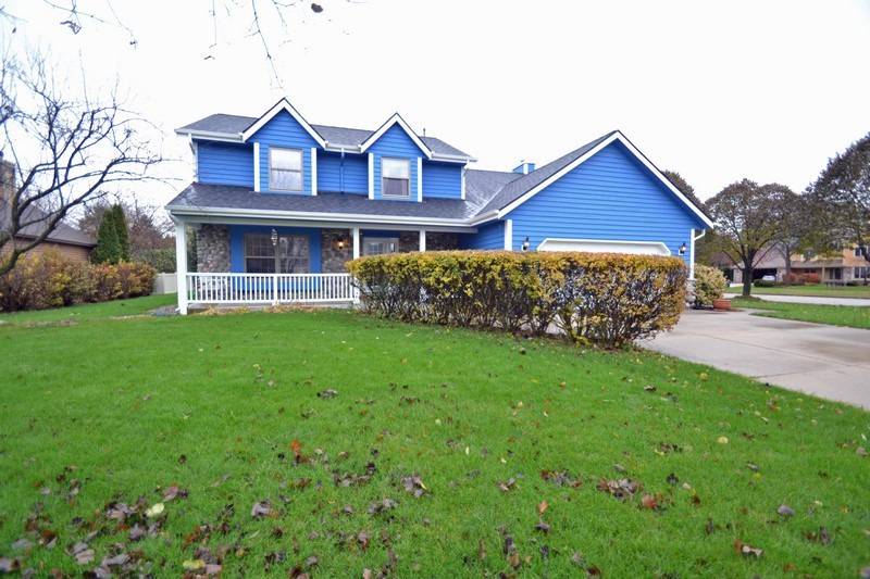 672 Briarcliff Ct, Hartland, Wisconsin 53029, 4 Bedrooms Bedrooms, ,2 BathroomsBathrooms,Single-Family,For Sale,Briarcliff Ct,1613489