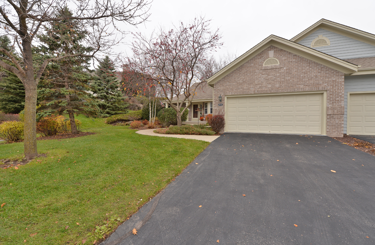 18600 Stonehedge Dr, Brookfield, Wisconsin 53045, 2 Bedrooms Bedrooms, 7 Rooms Rooms,2 BathroomsBathrooms,Condominiums,For Sale,Stonehedge Dr,1,1614070