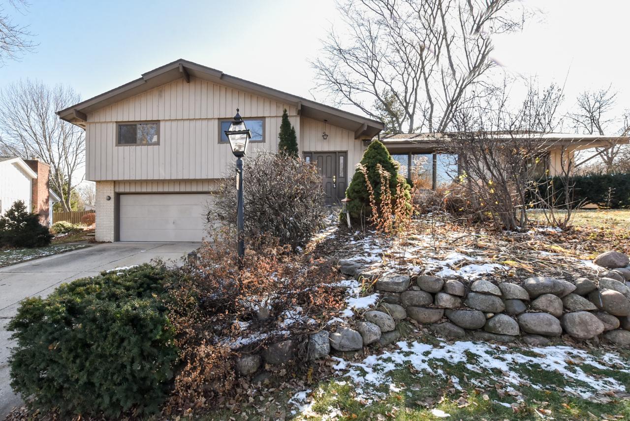 2127 Grayfox Ct, Waukesha, Wisconsin 53188, 4 Bedrooms Bedrooms, 9 Rooms Rooms,2 BathroomsBathrooms,Single-Family,For Sale,Grayfox Ct,1614213