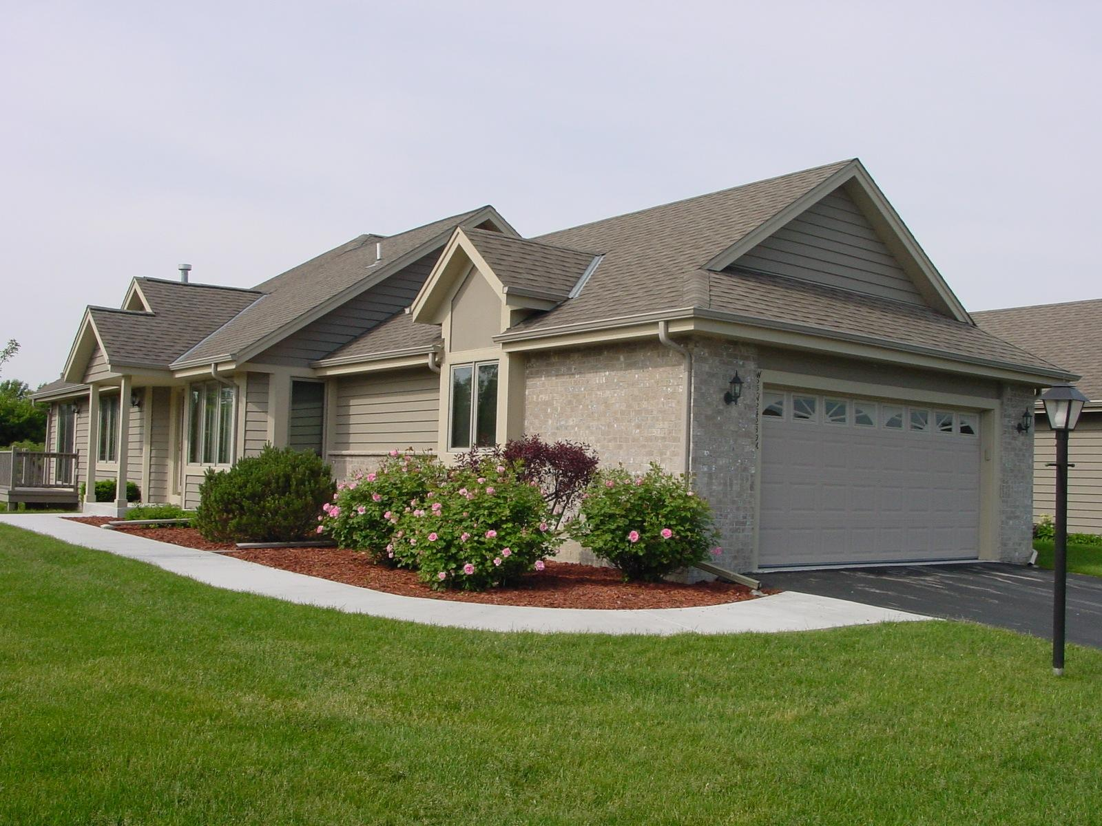 N22W24239 Range Line Rd, Pewaukee, Wisconsin 53072, 3 Bedrooms Bedrooms, 10 Rooms Rooms,2 BathroomsBathrooms,Condominiums,For Sale,Range Line Rd,1,1614653