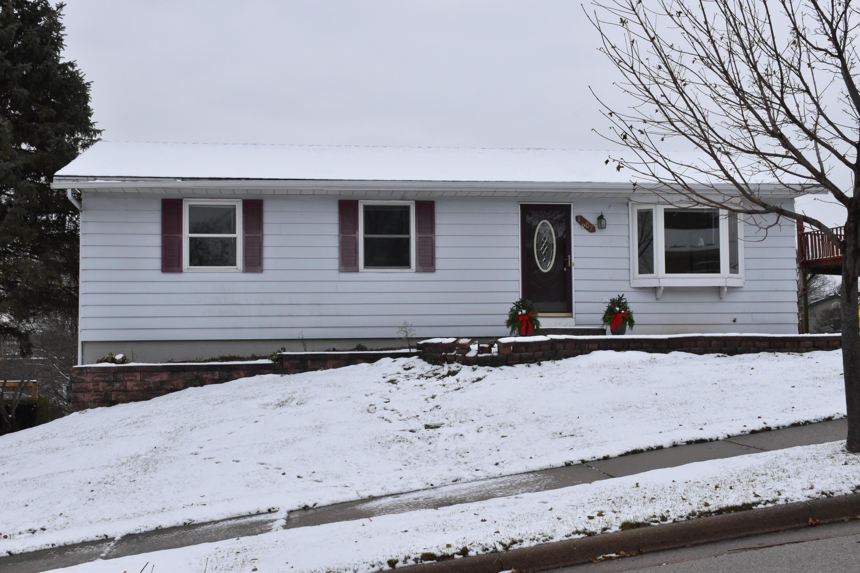 1807 Swartz Dr, Waukesha, Wisconsin 53188, 3 Bedrooms Bedrooms, 5 Rooms Rooms,1 BathroomBathrooms,Single-Family,For Sale,Swartz Dr,1614569