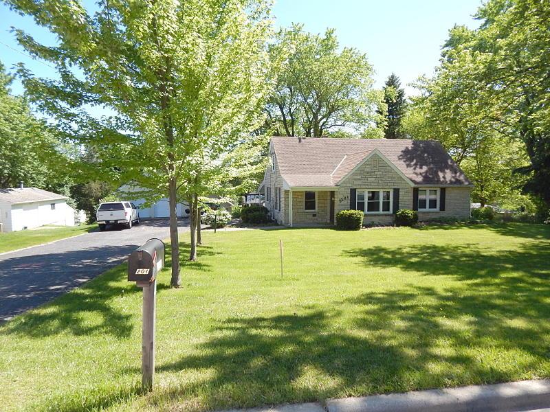 2201 Northview Rd, Waukesha, Wisconsin 53188, 3 Bedrooms Bedrooms, 7 Rooms Rooms,2 BathroomsBathrooms,Single-Family,For Sale,Northview Rd,1614975