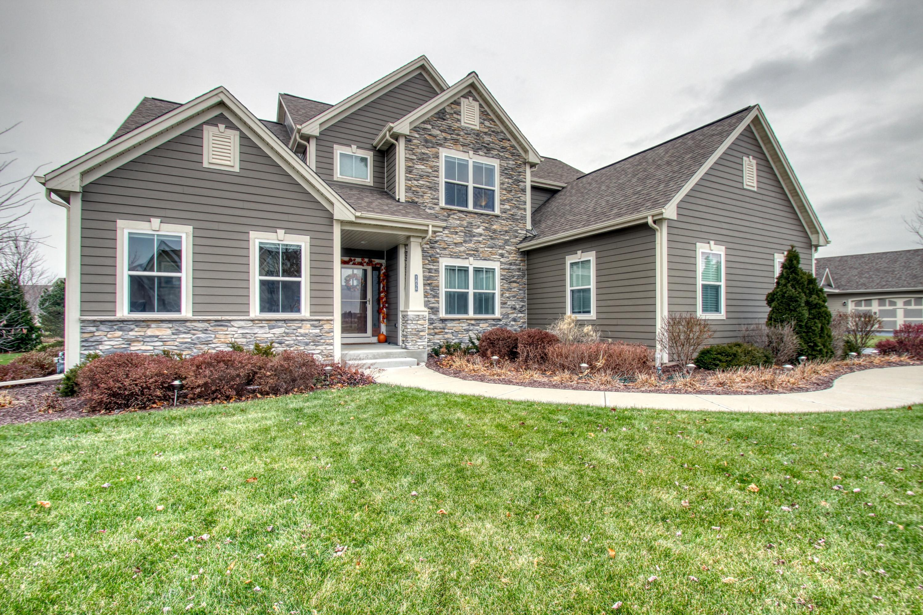 1856 River Lakes Rd S, Oconomowoc, Wisconsin 53066, 4 Bedrooms Bedrooms, 11 Rooms Rooms,2 BathroomsBathrooms,Single-Family,For Sale,River Lakes Rd S,1614984