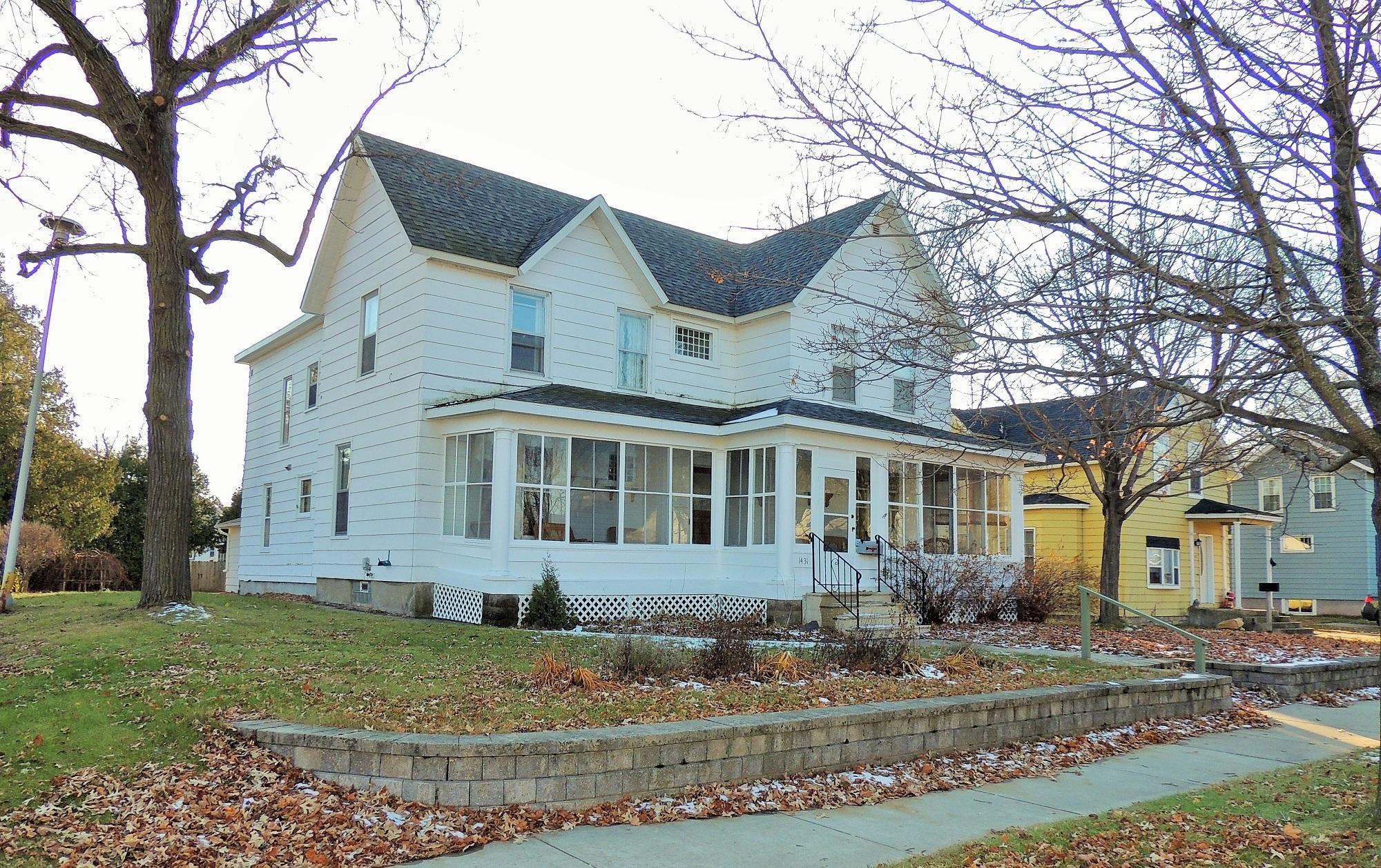 1431 Newberry Ave, Marinette, WI 54143